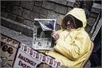 Zeitungsleser -- SONY DSC