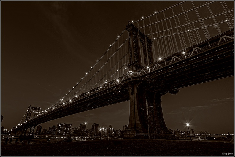 Manhatten_Bridge_west_side_close_paper.jpg
