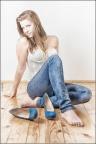 LUISA sitzend mit Schuhen -- SONY DSC